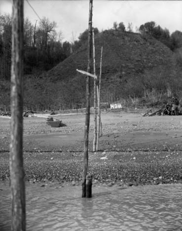 """To show how a 'hand trap' was constructed. Note the stake driven into the beach and the uprights are tied or wired to the stakes at the out or trap end this can only be done at very low tide."" Trading Bay, Cook Inlet, ca 1948. Source: http://vilda.alaska.edu/cdm/singleitem/collection/cdmg2/id/6696/rec/46"