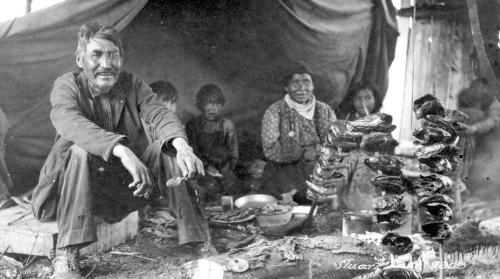 Family preparing salmon heads over a fire at Stuart lake, Central BC interior (near Fort St. James), 1909. Source: BC Archives. https://goo.gl/RPP4UP